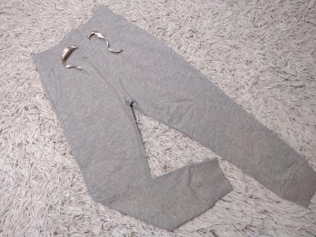 63d66424b961 Dievčenské sivé tepláky s hrubým pásom – Mambolino